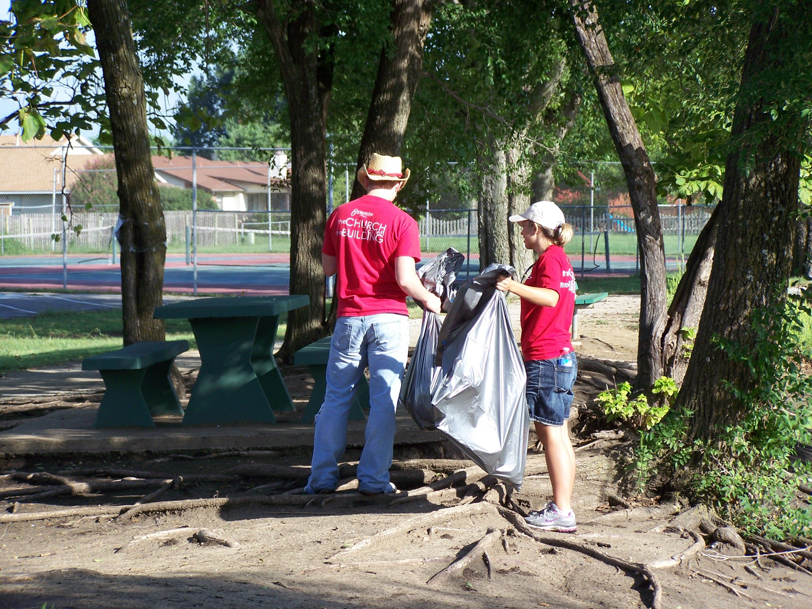 Volunteers pick up litter at park
